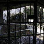 Widok na platformę i fragment Jaskini Ciemnej w Ojcowie