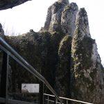Widok na skały Koronne koło Jaskini Ciemnej