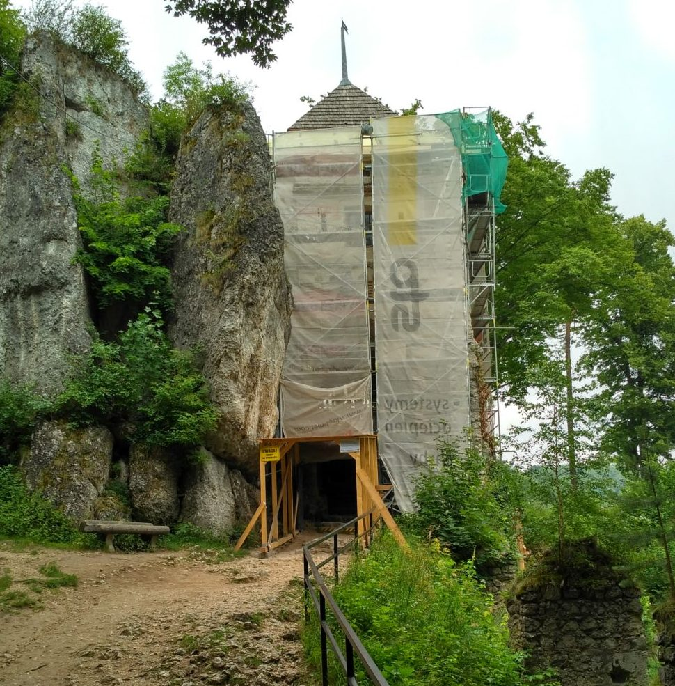 Prace renowacyjne na zamku w Ojcowie